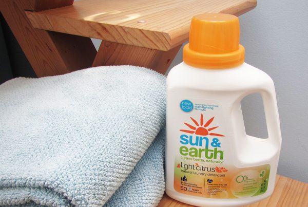 Sun & Earth : refreshed look communicates the brand's sunny disposition